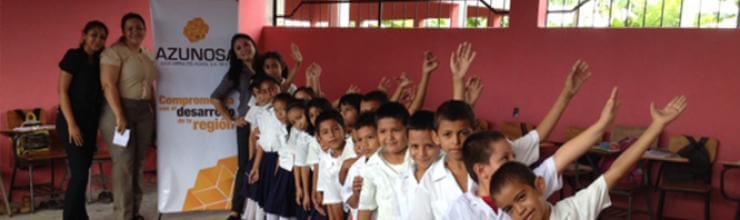 Azunosa dona zapatos a escuelas de comunidades de influencia
