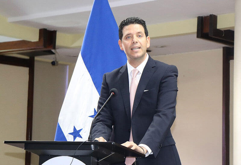 Luis José kafie in the Agreement to promote the employment of returned migrants in Honduras